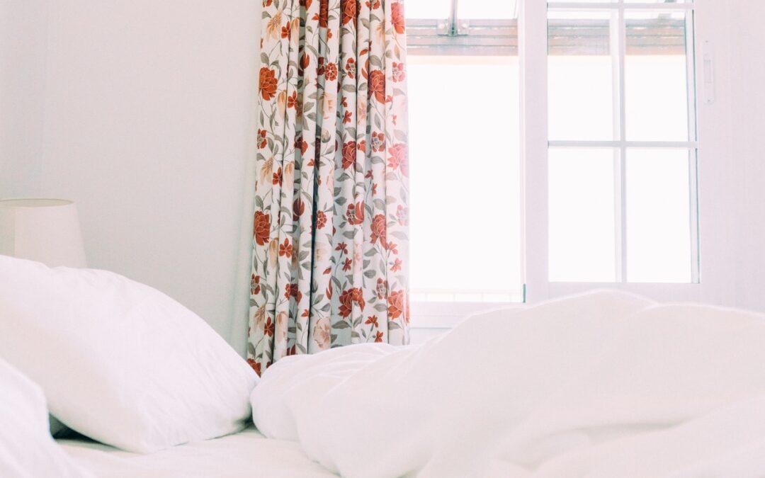 Tringle a rideau plafond : Comment suspendre les rideaux au plafond ?