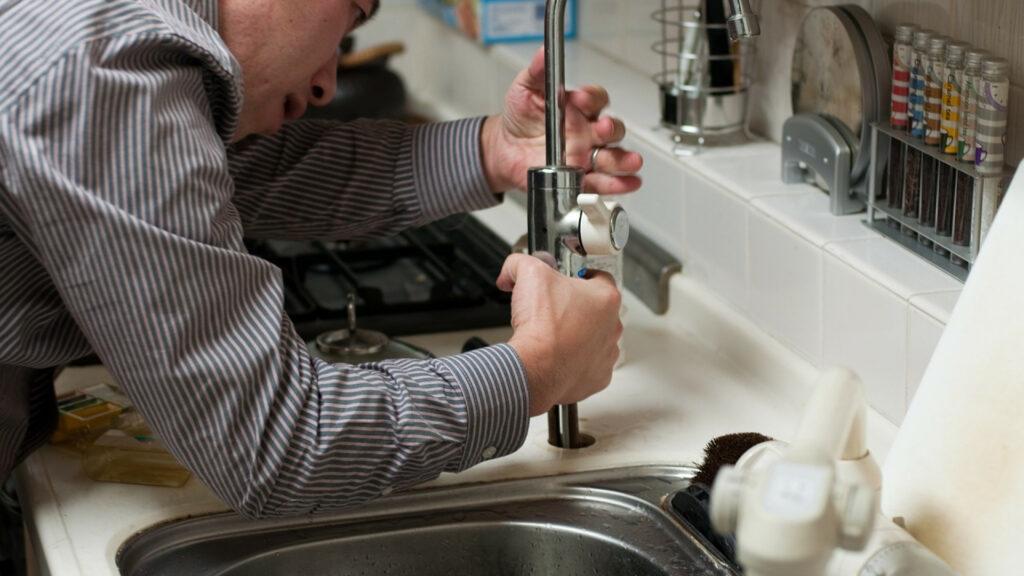 Besoin d'un plombier sur Paris : comment faire ?